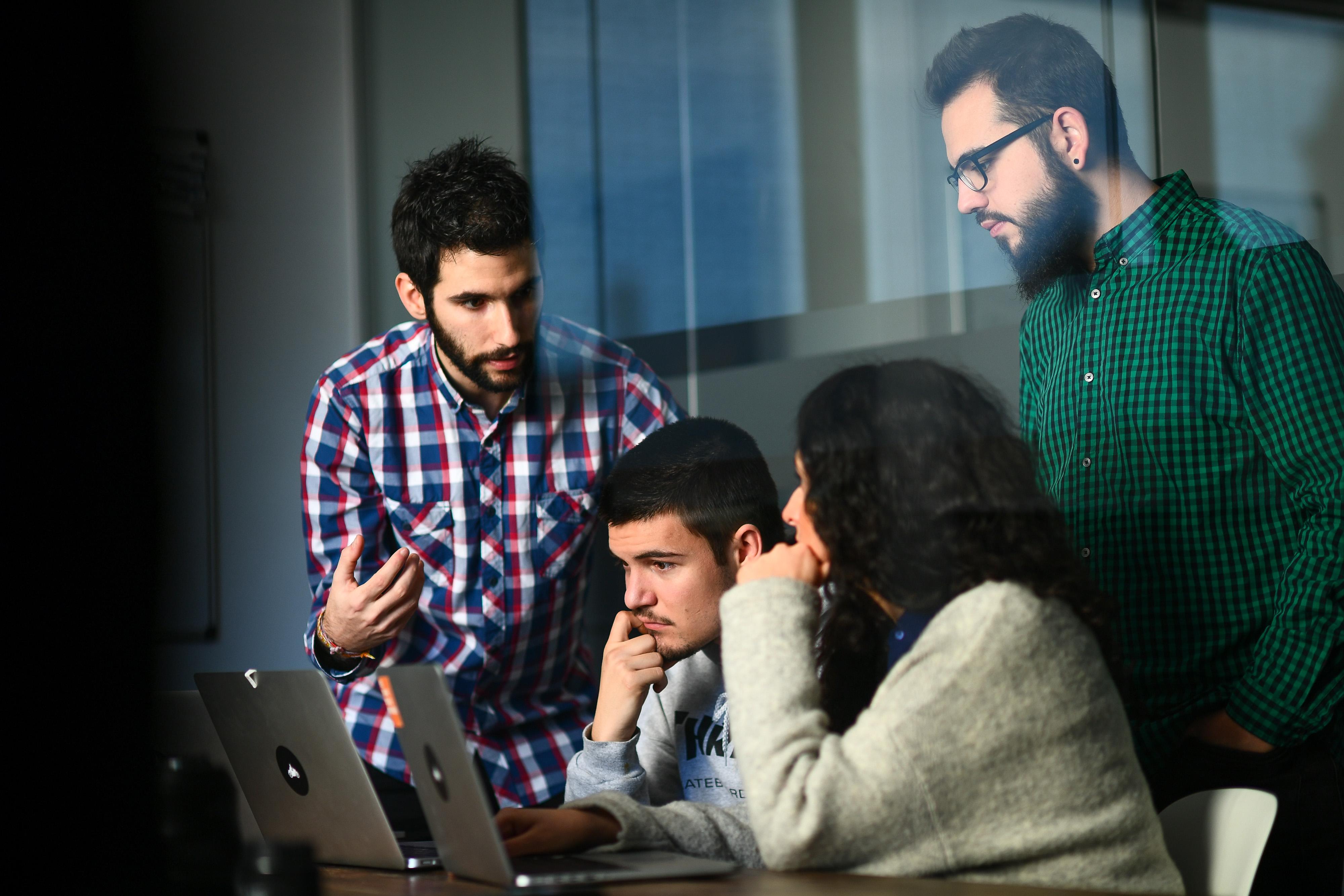 Conoce las ventajas de potenciar la formación técnica de tu equipo